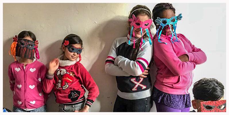 herzog-stiftung-koeniginnenundhelden-masken